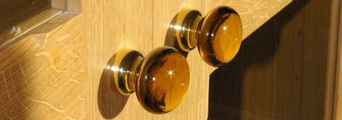 amber-glass-cupboard-knobs